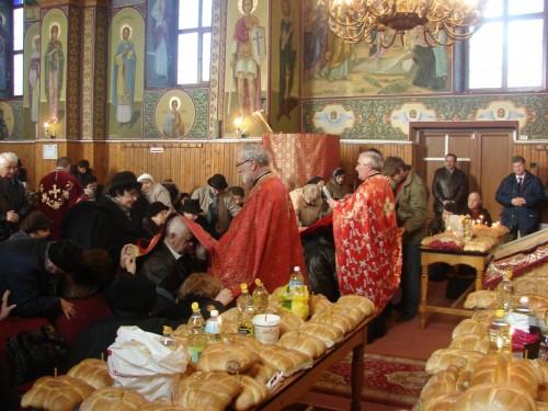 """Taina Sfântului Maslu la Parohia """"Adormirea Maicii Domnului"""", Dej"""
