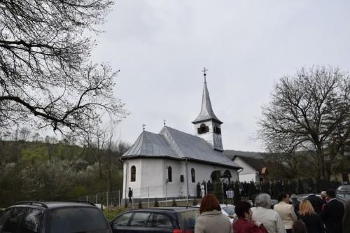 Biserica din Nețeni, veche de aproape 250 de ani, resfințită de Mitropolitul Clujului