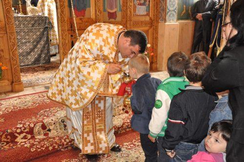 Liturghie Arhierească la Parohia Ciumărna