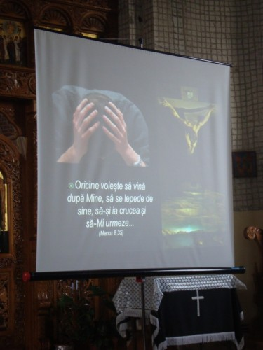 """Duminica Sfintei Cruci, prilej de sporire duhovnicească în parohia """"Adormirea Maicii Domnului"""""""