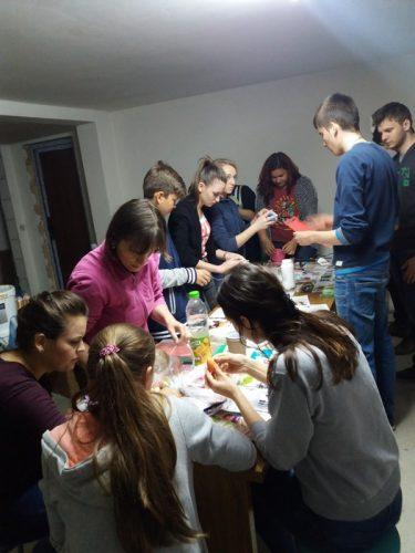 Tinerii din Dâmbul Rotund, atenți în Postul Mare la nevoile aproapelui