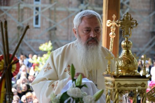 Mii de credincioşi s-au rugat la mănăstirea Dobric, de Sfinții Împărați Constantin și Elena