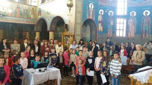 """Activități cu tinerii în parohia """"Sfânta Treime"""" din Bistrița"""