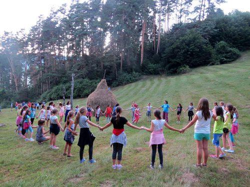 Tabere de vară organizate de asociațiile de tineret din județul Bistrița-Năsăud