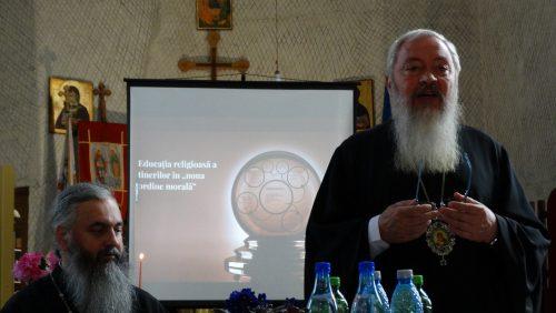 """IPS Andrei: """" Stabiliți cu tinerii din parohii o puternică și sinceră legătură personală"""""""