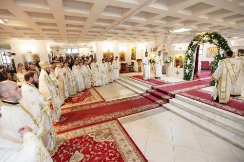 Preasfințitul Iustin Sigheteanul, la hramul bisericii din Satu Mare