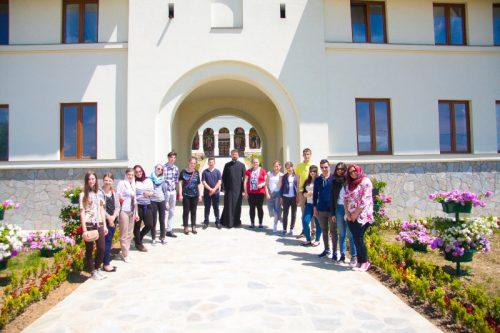Tineri clujeni în pelerinaj la mănăstirile din județul Bistrița-Năsăud