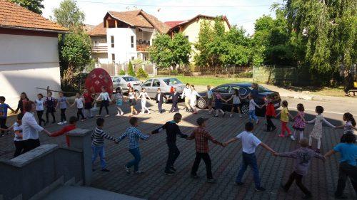 """Ziua copilului marcată la Biserica Ortodoxă """"Sfânta Treime"""" din Bistrița"""