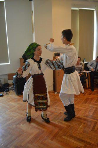 """Elevii seminariști clujeni, purtați de """"glasul folclorului în luna dorului"""""""