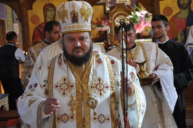 Liturghie Arhierească la Parohia Bănișor