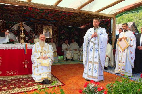 Mitropolitul Clujului a resfințit biserica filiei Târgușor