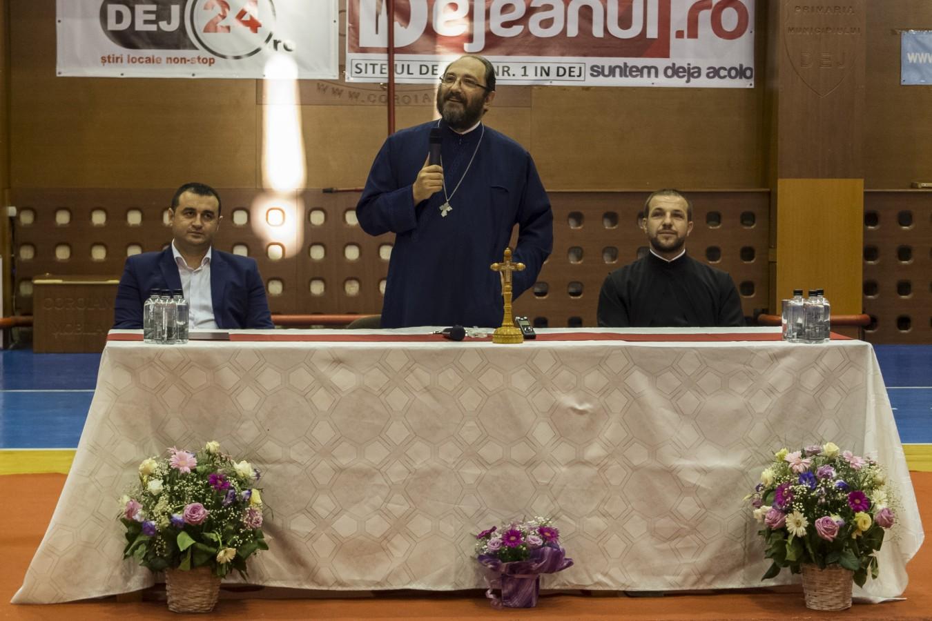 Peste 1000 de oameni l-au ascultat la Dej pe părintele Constantin Necula