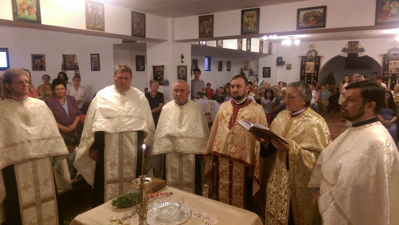 """Sfințirea Crucilor noii biserici a Parohiei """"Sfântul Apostol Andrei"""" din Apahida"""