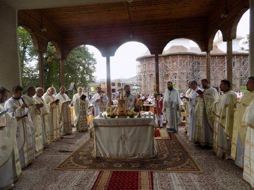 Mii de credincioși, la hramul Mănăstirii Dobric