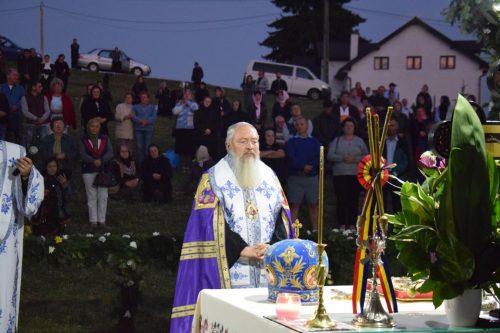 """IPS ANDREI, la hramul Mănăstirii Piatra Fântânele:""""Să aducem pe lume copii, să-i creștem și să-i educăm frumos"""""""
