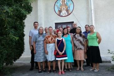 <span style='color:#B00000  ;font-size:14px;'>Tradiții şi obiceiuri populare din comuna Palatca</span> <br> Din tinda Bisericii, sub icoana Precistii!</p>