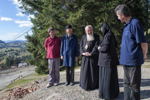 REPORTAJ: Mănăstirea Piatra Fântânele, un colț de rai din Munții Bârgăului