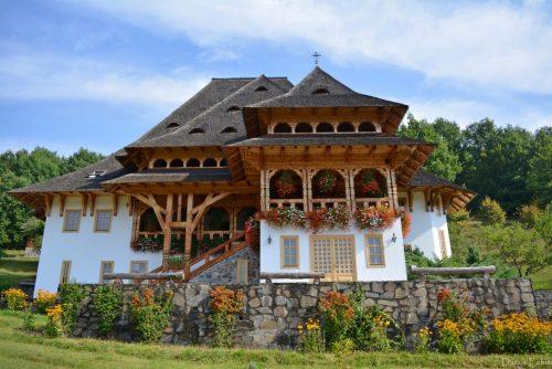 Credincioșii parohiei Buduș, în pelerinaj la mănăstirile din Maramureș