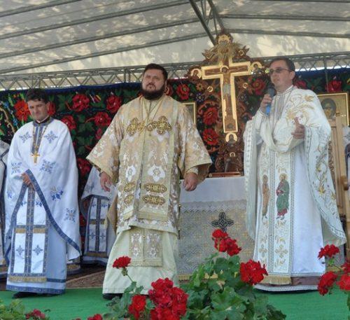 Târnosirea bisericii din Parohia Lazuri