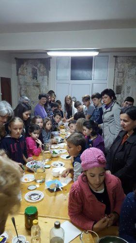 """Atelier de educație gastronomică pentru copii la parohia clujeană """"Nașterea Domnului"""""""