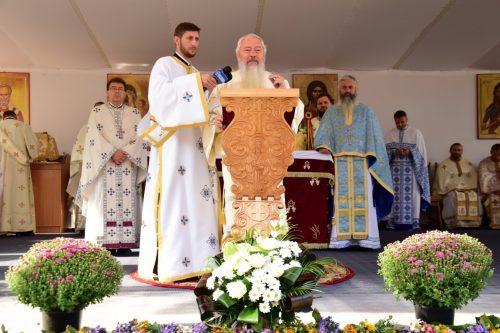 """ÎPS Andrei: """"Să ne punem nădejdea în Maica Domnului care acoperă lumea cu Acoperământul său"""""""