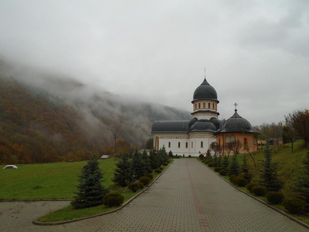 Pelerinaj de suflet la mănăstirile din Munții Apuseni