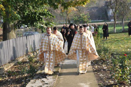 Liturghie Arhierească la Parohia Mineu