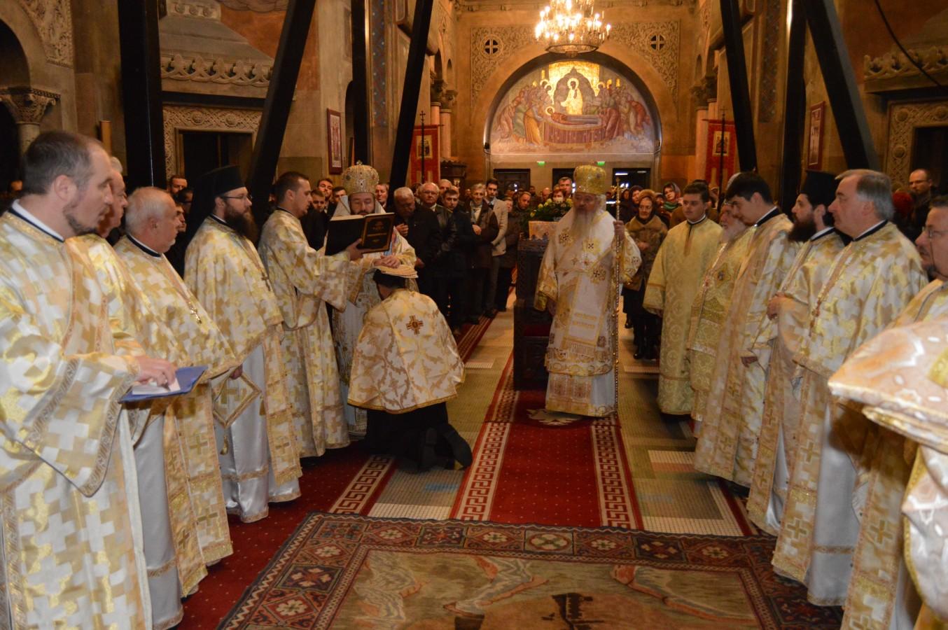 Liturghie Arhierească, în debutul Simpozionului Internațional de Teologie, Istorie, Muzicologie și Artă
