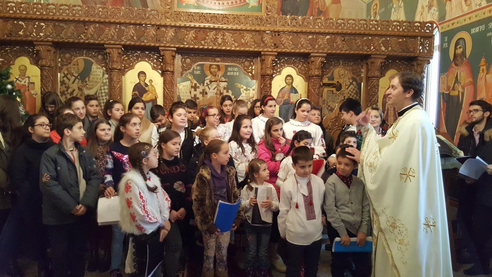 """Naşterea Domnului vestită de copii la """"Liturghia şi şcoala duminicală"""""""