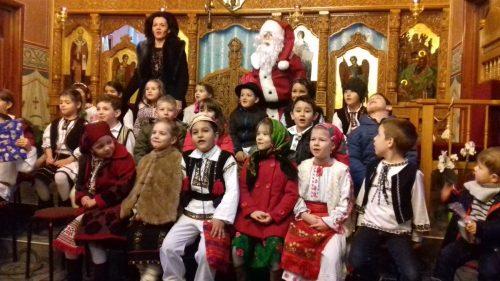 """Colindători mici și mari au dus Vestea Nașterii Pruncului Iisus, în comunitatea bisericii """"Nașterea Domnului"""" din Cluj"""