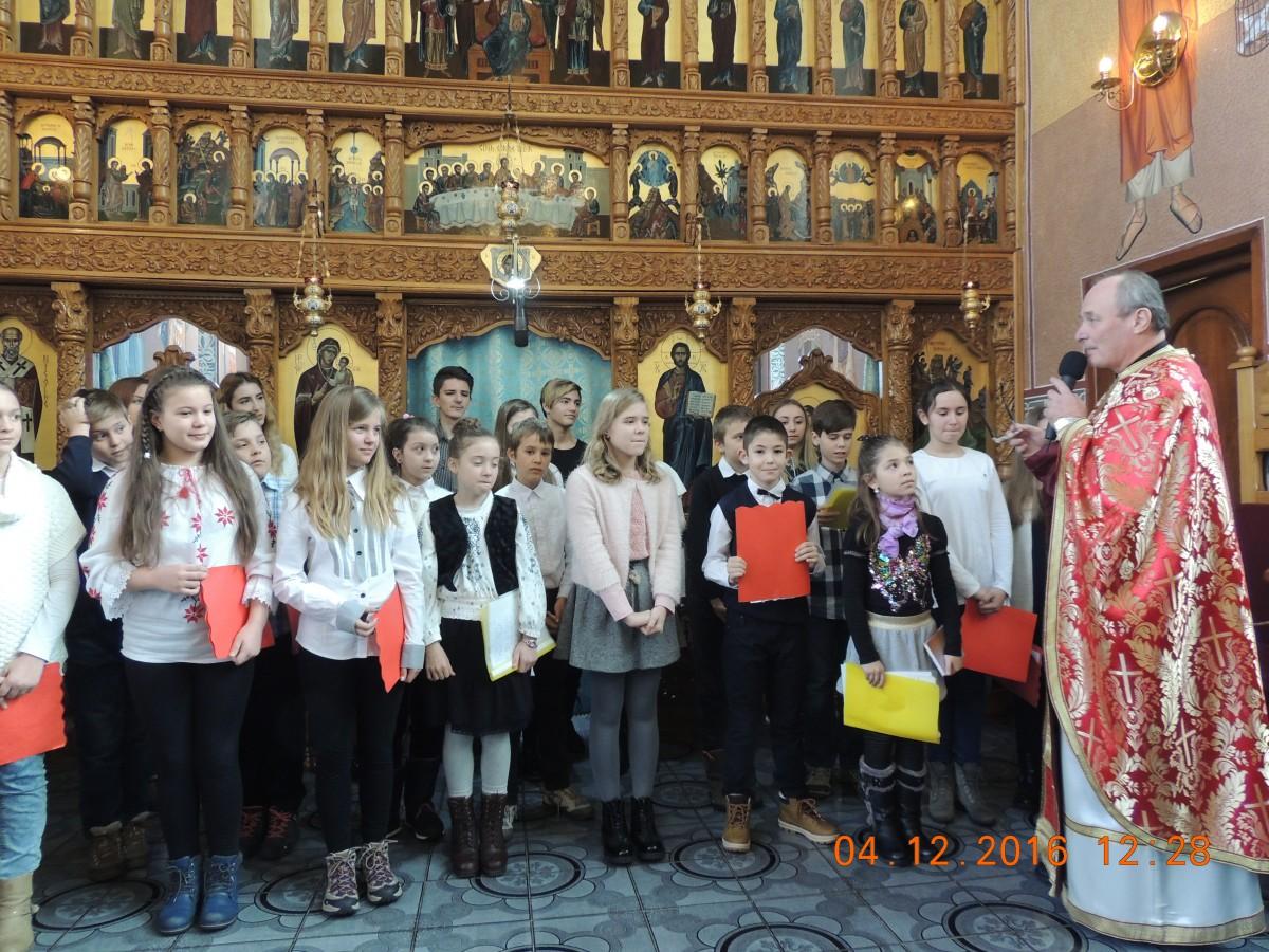 """Luna decembrie, luna colindelor și a darurilor, pentru comunitatea parohiei """"Nașterea Domnului"""" din Cluj"""