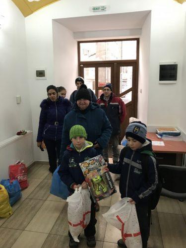 """Peste 500 de persoane ajutate în prag de sărbători de Asociația """"Filantropia Ortodoxă"""", Bistrița-Năsăud"""