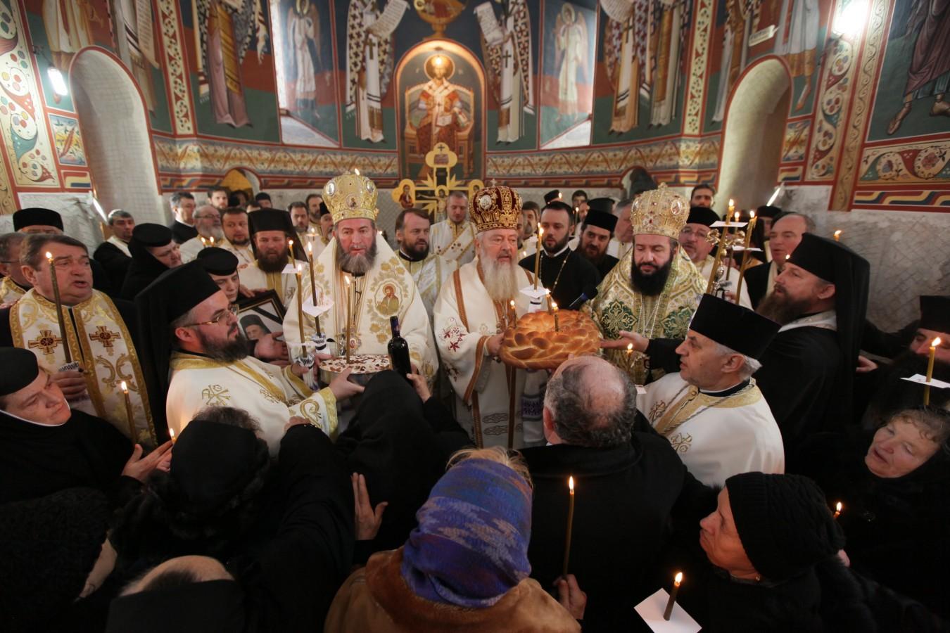 """IPS Andrei despre IPS Justinian: """"A fost un mare duhovnic care a călăuzit mulţi credincioşi pe calea lui Dumnezeu"""""""