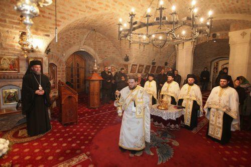O nouă pagină de istorie a monahismului maramureşean: Preasfinţitul Părinte Episcop Iustin a instalat un nou stareţ la Mănăstirii Rohia