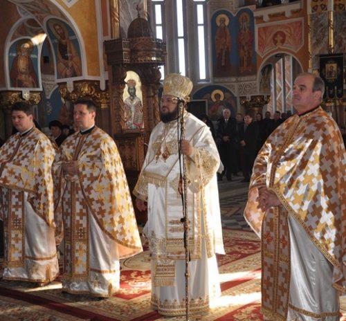 """Liturghie Arhierească la biserica """"Adormirea Maicii Domnului"""" din Zalău"""