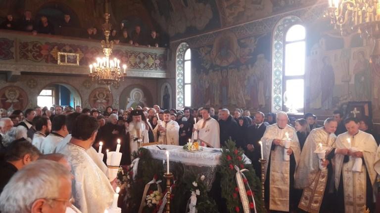 Slujba înmormântării părintelui Vasile Revnic, oficiată de Mitropolitul Clujului