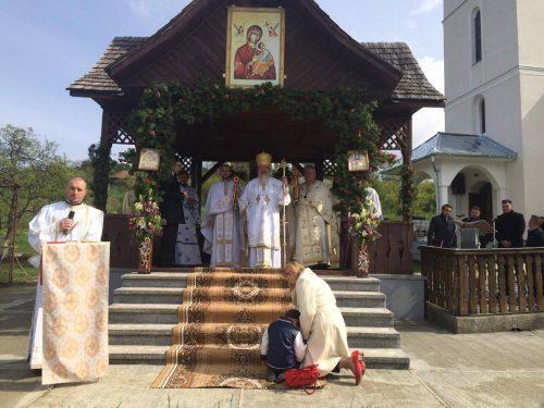 """Mitropolitul Clujului, la hramul Bisericii """"Sfântul Apostol Toma"""" din localitatea natală Oarța de Sus"""