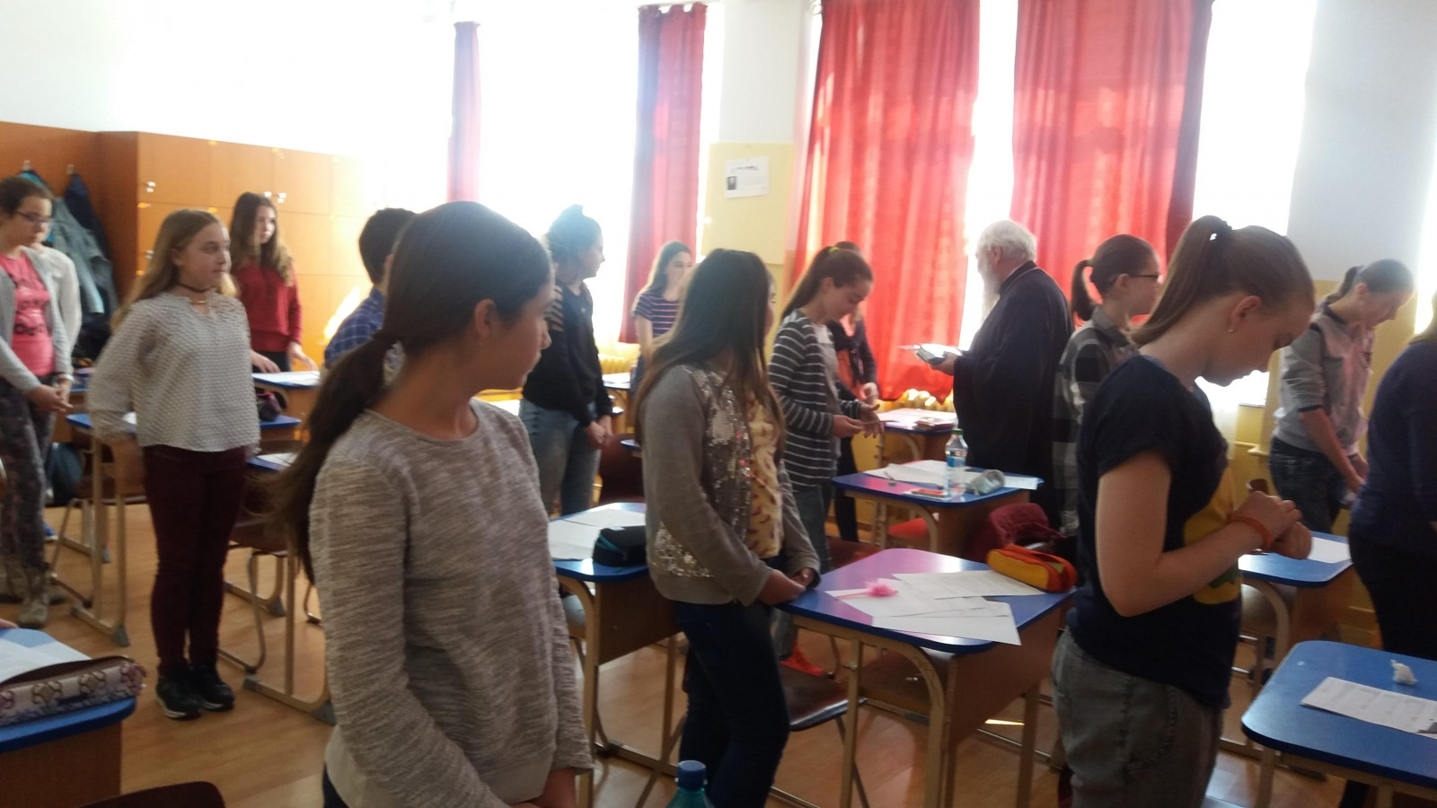 Elevi clujeni, binecuvântați de ÎPS Andrei înaintea unei competiții școlare