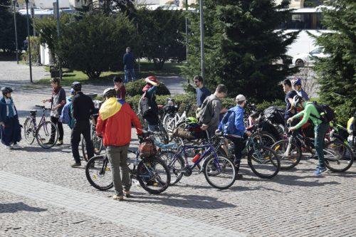 De dragul și de dorul Maicii Domnului, tinerii clujeni merg an de an în pelerinaj pe jos de la Iclod până la Nicula
