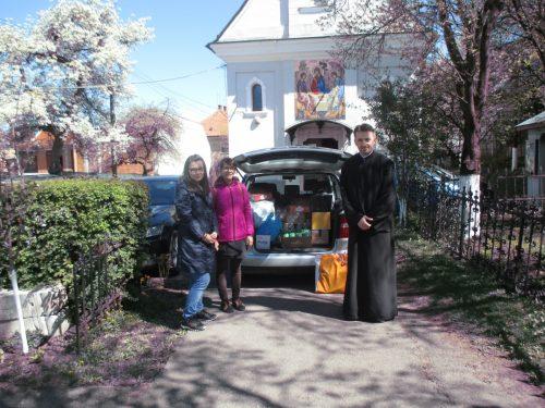 """Ajutoare materiale oferite de Parohia clujeană """"Sf. Treime"""", centrului de vârstnici din Mociu"""