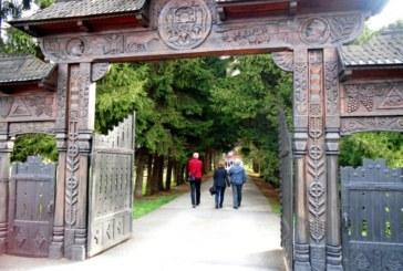 Pelerini clujeni la mănăstiri din Harghita şi Mureş