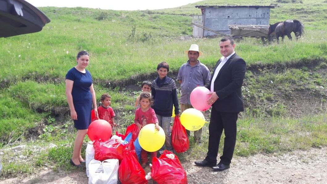 DE 1 IUNIE: Zeci de copii nevoiași din Municipiul Dej s-au bucurat de daruri