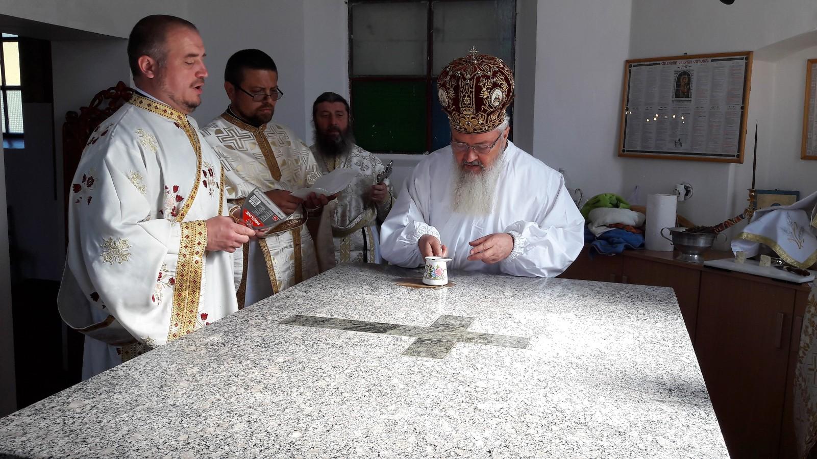 Liturghie arhierească în parohia clujeană Tăușeni