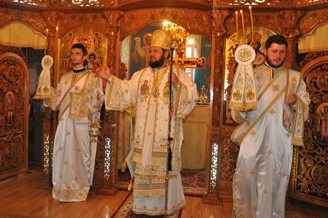 """Liturghie Arhierească la Parohia """"Sfinții Împărați Constantin și Elena"""" din Șimleu Silvaniei"""