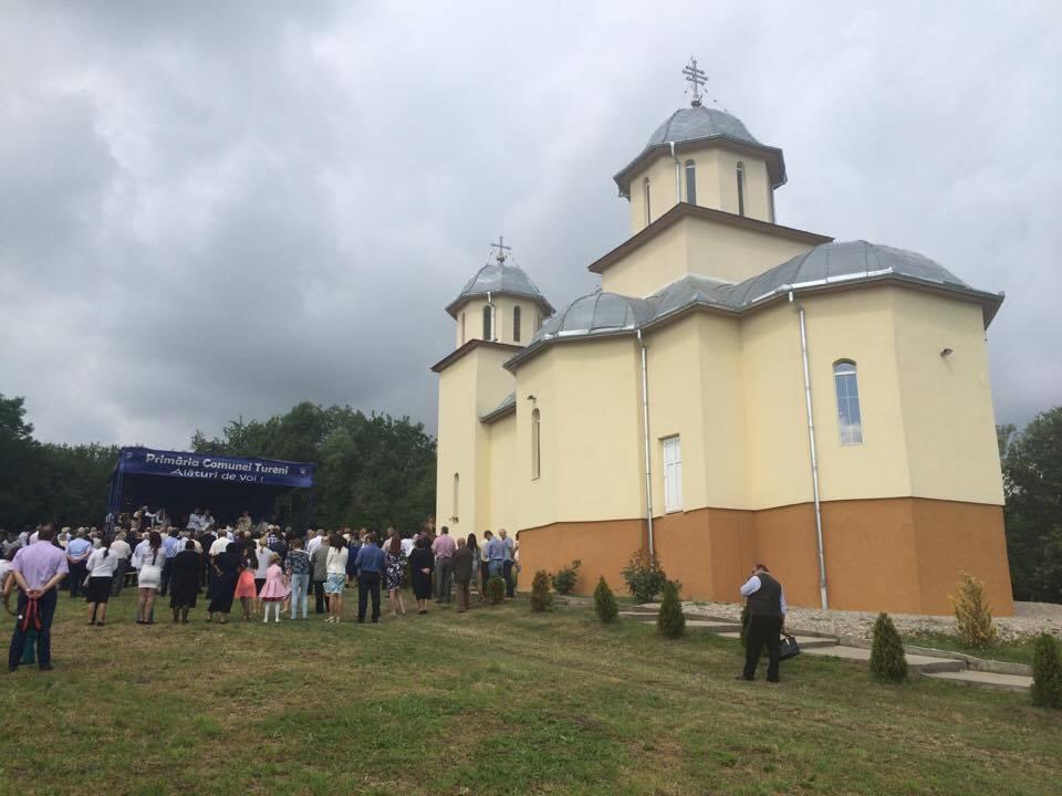 """Biserica """"Pogorârea Sfântului Duh"""" din Comșești a fost sfințită de ÎPS Părinte Andrei"""