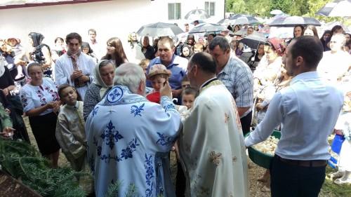Peste 1000 de credincioși, la resfințirea bisericii din Valea Mare