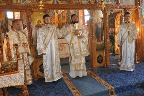 Liturghie Arhierească la Parohia Crișeni