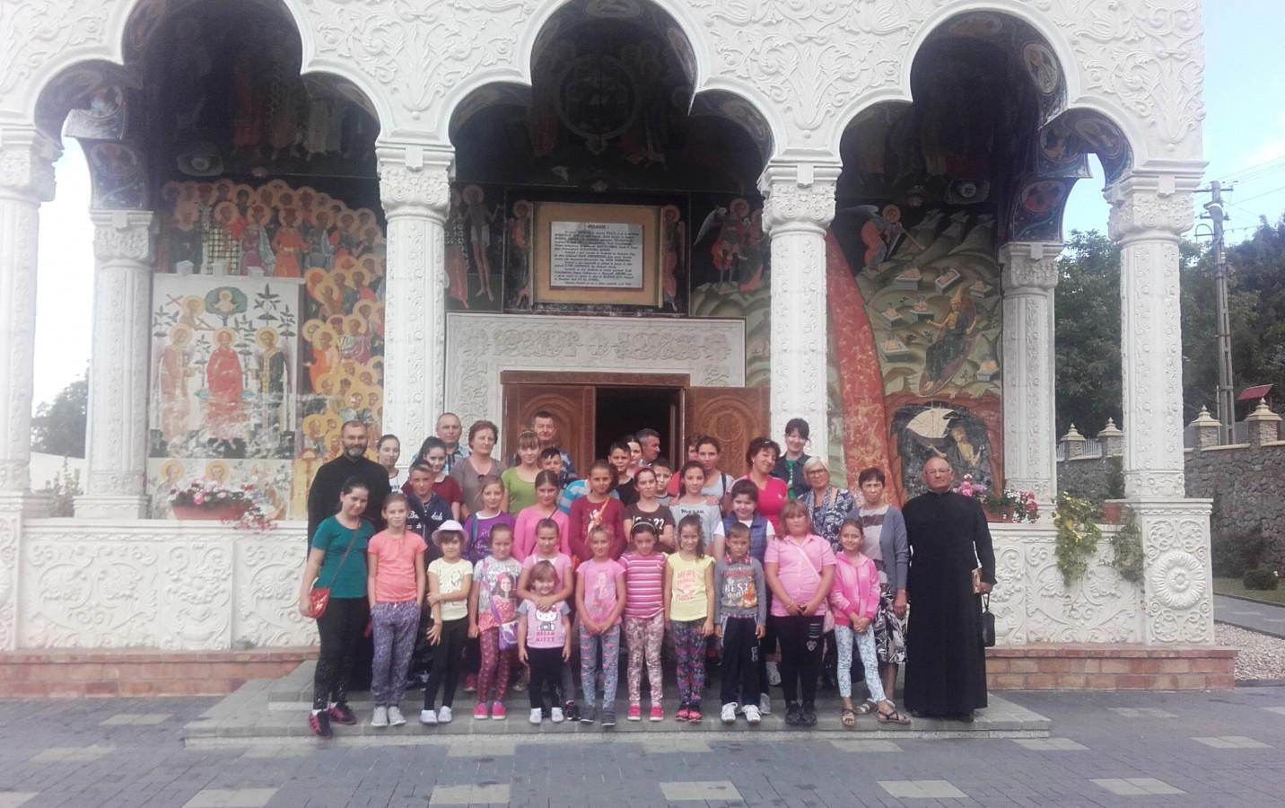 Copiii din Mociu, în pelerinaj la mănăstirile istorice Vad și Feleac
