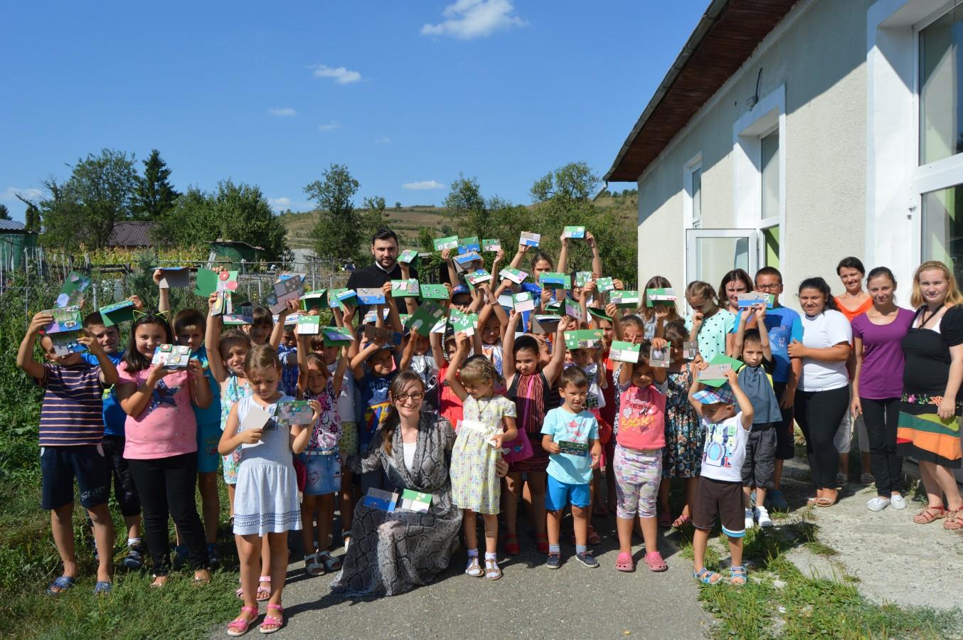 40 de copii din Parohia Ortodoxă Dumbrăveni au confecționat felicitări pentru cei dragi