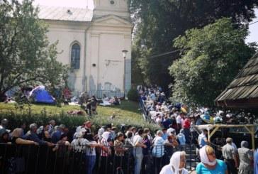 Sute de jandarmi, alături de medici, asigură desfășurarea hramului de la Nicula